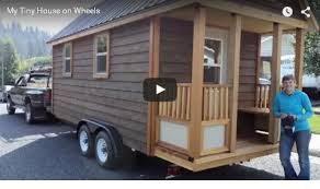 Costruisce la sua casa anticrisi su un carrello con ruote.Spesa modica e niente tasse!