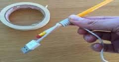 Ecco come arrotolare il cavo del vostro cellulare in modo intelligente….