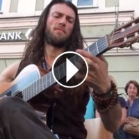 Straordinario chitarrista da strada stupisce tutti….