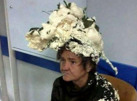Confonde la mousse da capelli con qualcos'altro e finisce all'ospedale. Ecco cos'è successo…