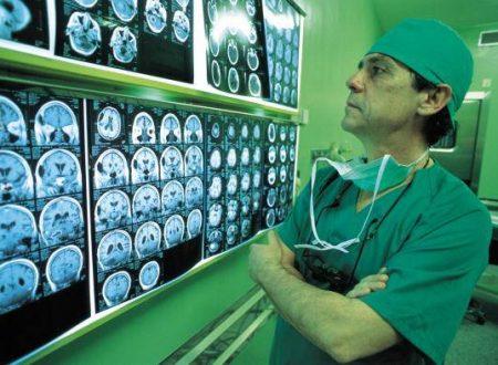"""Va dal medico per un mal di testa: """"Le restano 30 minuti di vita"""" …."""